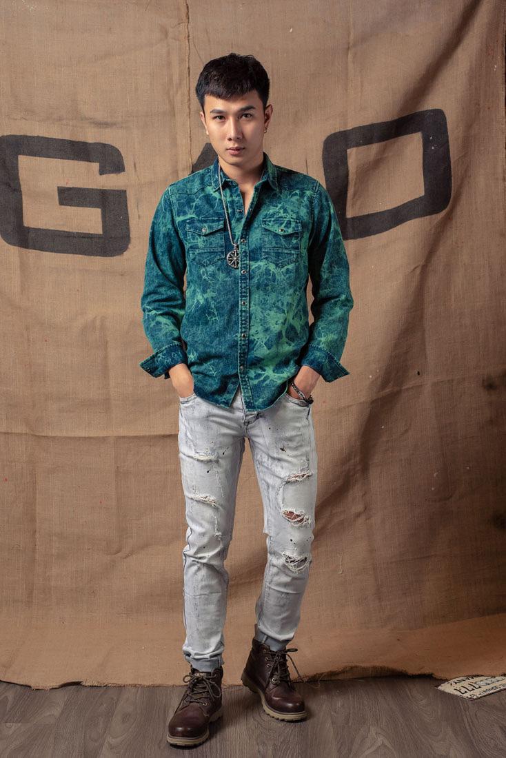 Phối quần jean nam rách với các kiểu áo khác nhau