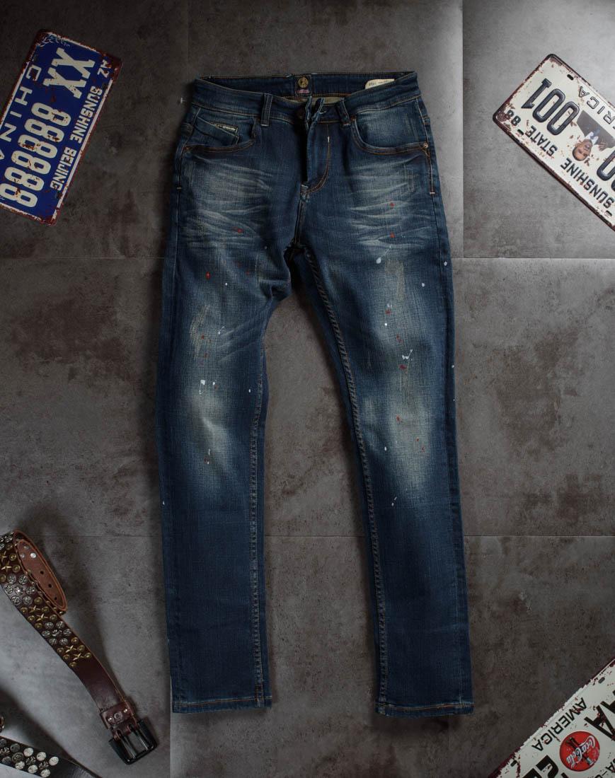 Lỗi diện quần jean nam rách khiến cặp chân ngắn hơn